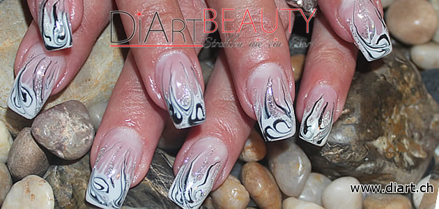 flammen french flame nail black & white
